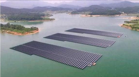 Plantas flotantes fotovoltaicas