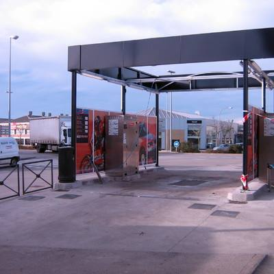 construcción de un centro de lavado para automóviles